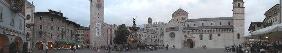 Piazza Duomo: PANO_20170615_205350_large.jpg