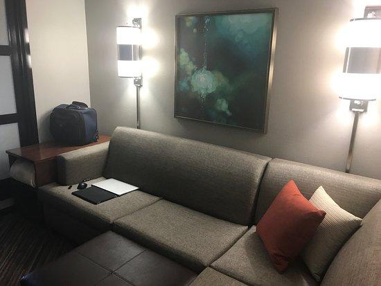 Hyatt Place Baltimore/BWI Airport: Love The Wrap Around Sofas At Hyatt Place