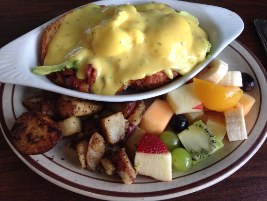 Scotts Valley, Kalifornien: Avocado Eggs Benedict—very tasty!