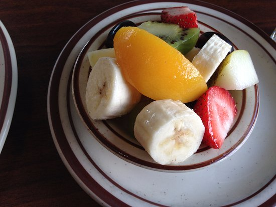 Scotts Valley, Californien: Fruit Salad, with kiwi, pear, and apple!