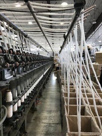 Buffalo, Wyoming: spinning wool