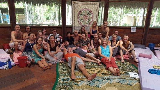 group photo in the maloka caya shobo ayahuasca healing centre