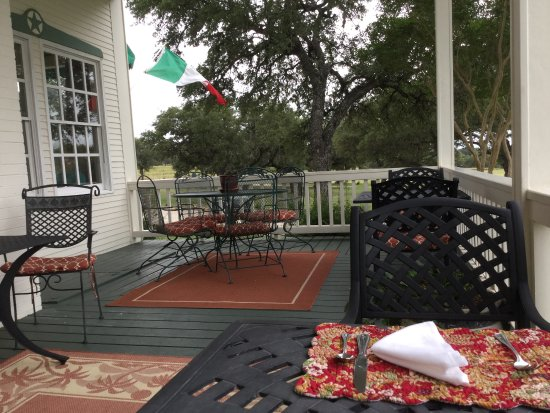 Stonewall, TX: Great for breakfast or a glass of wine or just relaxing