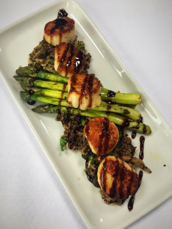 Hingham, MA: The Quarry's delicious scallops.