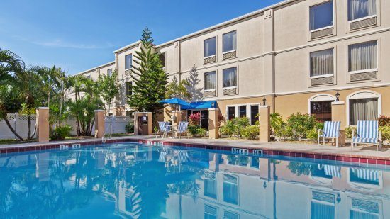 Best Western Plus Bradenton Hotel & Suites: Feel refresh on hot sunny day by taking dip into refreshing water