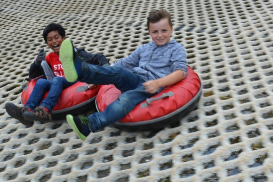 Lurgan, UK: Snow tubing party