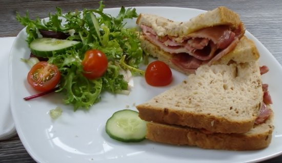 Ottery St. Mary, UK: Bacon Sandwich - real meat -
