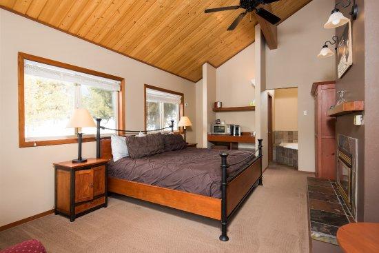 McCall, ID: Duplex Cabin - King Room