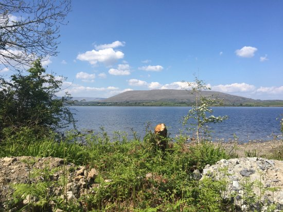 Oughterard, Irland: view of the lake