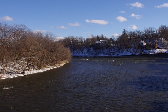Paris, Canada: A view of the Grand River from the bridge
