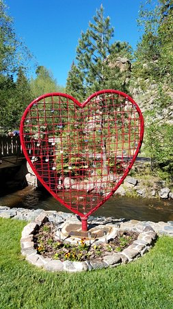 Evergreen, CO: Love Heart statue for your lock at creekside