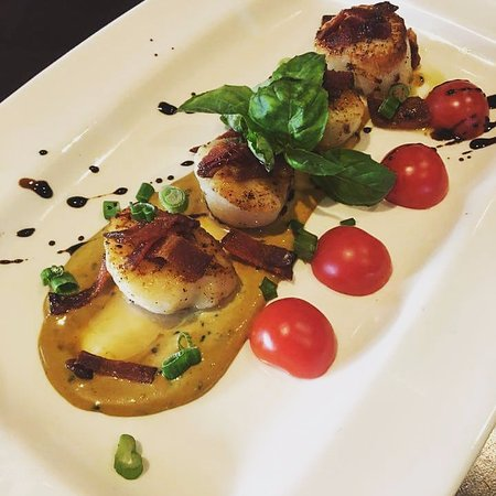 Olean, Nowy Jork: Jappaneese Mustard and Brown Sugar Bacon Scallop App