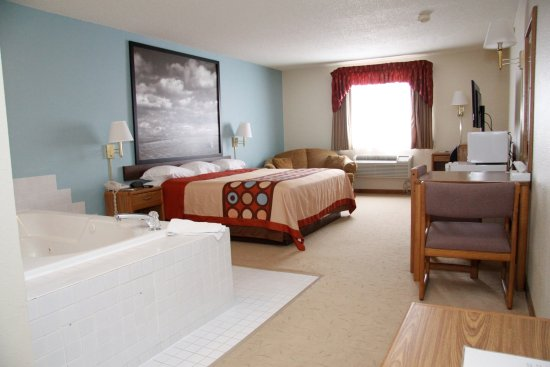 West Point, NE: jacuzzi suite