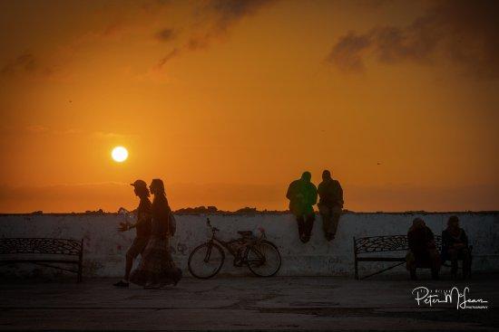 Hotel Les Matins Bleus : A promenade at sunset.