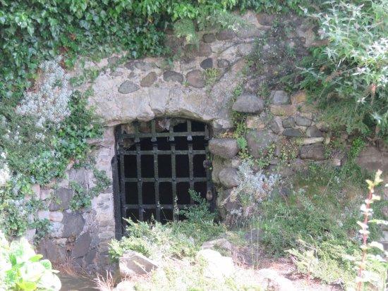 Inverkeithing, UK: gated cellar