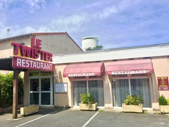 Retour dans ce restaurant pour un d ner collectif plus de for Restaurant collectif