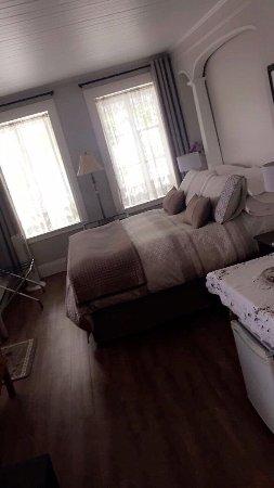 Gite Au Clocheton: Très belles chambres. Propre décoration soignée avec tout le nécessaire.  Hôte formidable Et pet