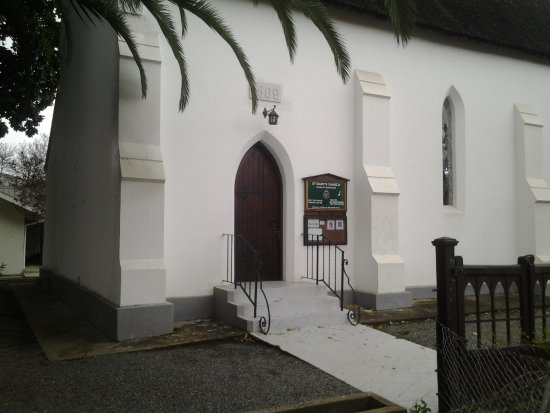 Robertson, South Africa: Entrance to the church