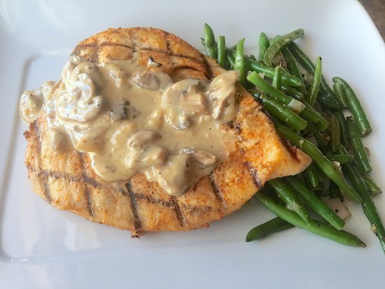 Winnsboro, TX: Grilled chicen with mushroom gravy and fresh green beans