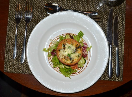 Macdonald Alveston Manor Hotel: The tartlet was a delicious starter, and beautifully presented.