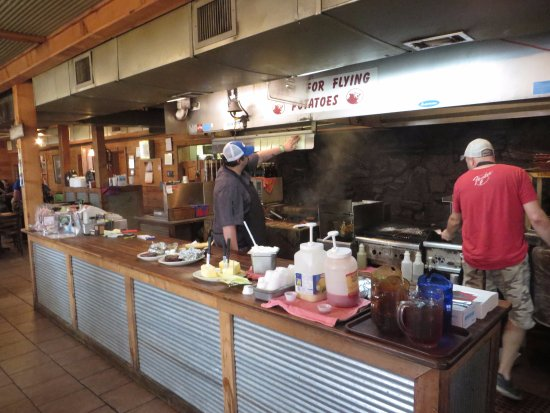 Corinth, Mississippi: Russell cooking on the grill