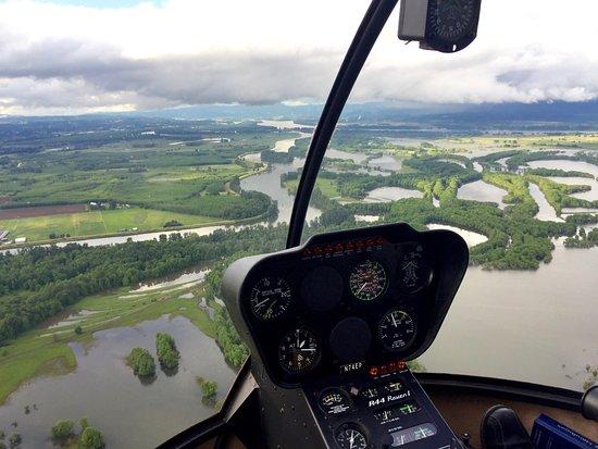 Hillsboro, Oregón: Flying over Portland waterways and islands.