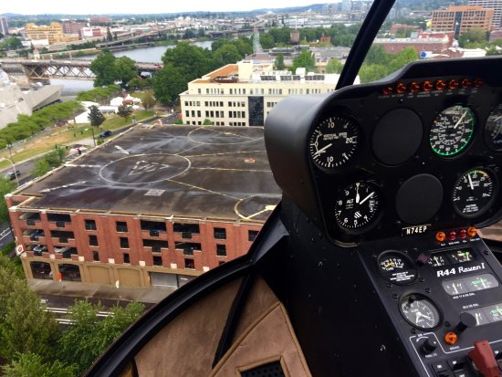 Hillsboro, Oregón: Coming in for a landing at the Heliport.