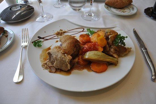 Tamnies, Frankrig: Mignon de veau en croûte de noisettes et jus épicé