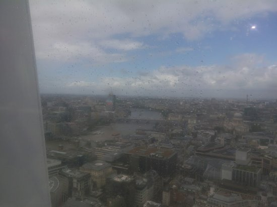 Panorama Scendendo Le Scale Attraverso Il Giardino Pensile