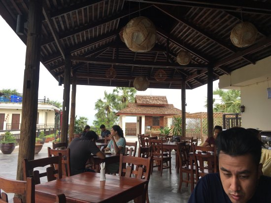 Nyaung U, Birmânia: From the rooftop breakfast area. Quiet a marvelous view with very humbling staffs