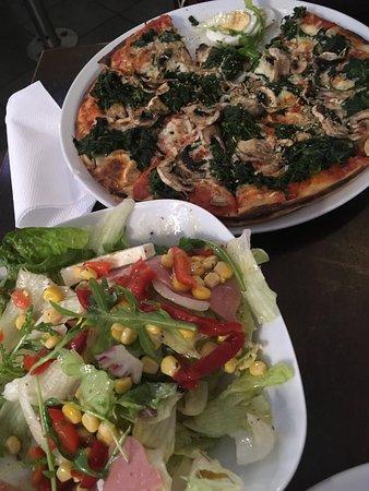 Piccola Italia Pizzeria : Spinach and mushroom pizza; salad primavera.