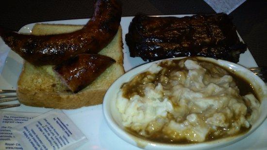 Canton, Мичиган: BBQ & Brisket Sausage Combo