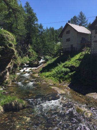 Baceno, Italia: Il Rio Buscagna, inizio del sentiero x Crampiolo