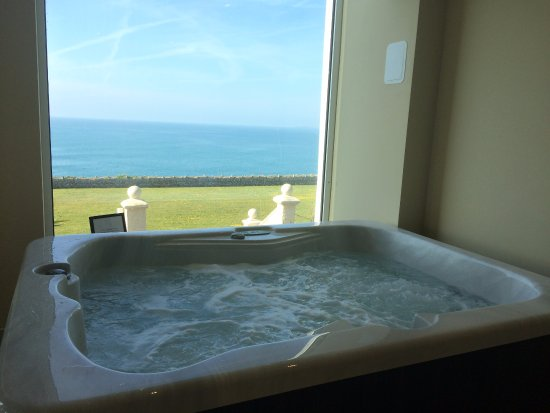 The Atlantic Hotel: Jacuzzi - a toasty 37 Degrees C