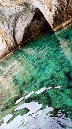 Adamas, Grecia: Kleftiko's caves