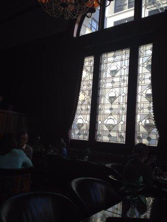 Benson Hotel: Leaded window in Palm Court lounge