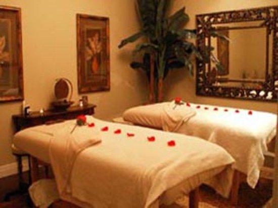 Sturgeon Bay, WI: Couple's massage available
