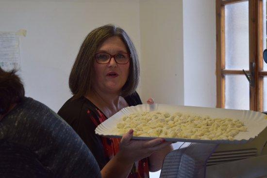 Montefollonico, Ιταλία: Making pasta.  Cook in Tuscany