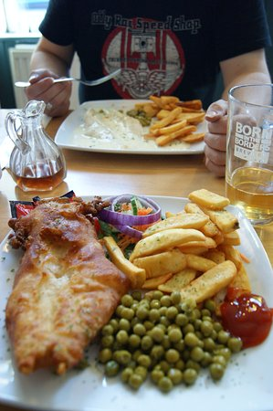 Horse and Hound: Beer battered haddock & grilled haddock - delicious!