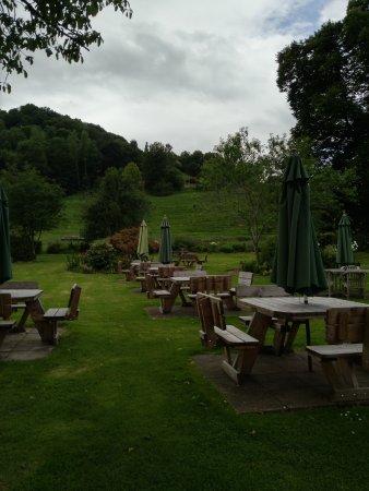 Ross-on-Wye, UK: Beer garden