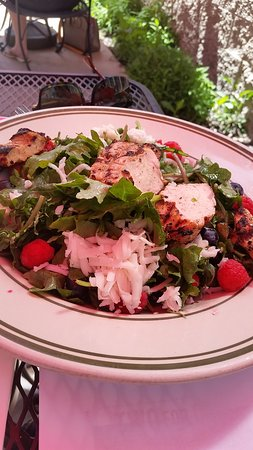 Windy Ridge Cafe: Kale Salad with Grilled Chicken