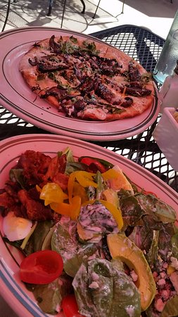 Windy Ridge Cafe: Goat Cheese Pizza and Spinach Cobb Salad