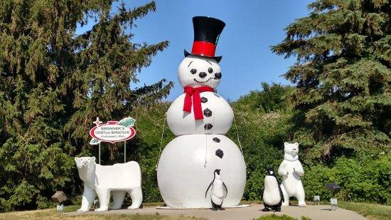Bronner's Christmas Wonderland: outside decor