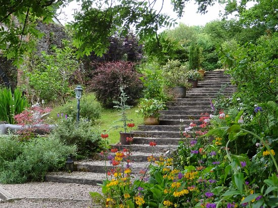 Umberleigh, UK: Steps leading to the summer house