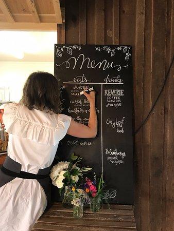 Valley Center, แคนซัส: Updating the menu for 2017