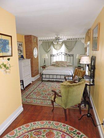 Saratoga Farmstead B&B: Garden Room
