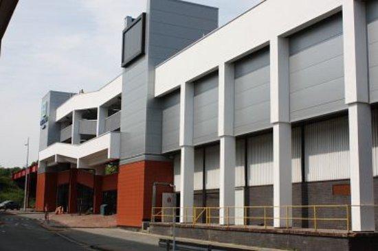 Crewe, UK: Renovated exterior