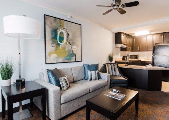 Best Western Plus Manhattan Beach Hotel: One Bedroom Suite Living Area
