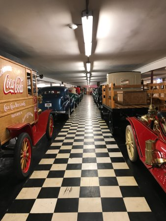Volo Auto Museum: Sprawling showrooms