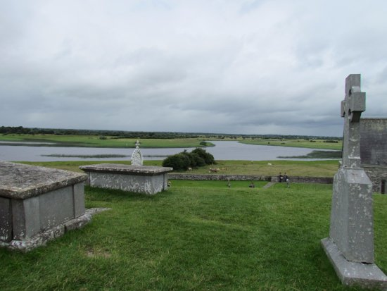 County Offaly, Ireland: The Shannon River from the graveyard